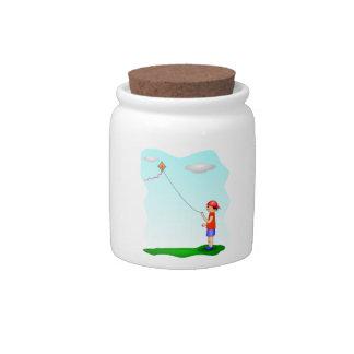 Niño que vuela una cometa jarras para caramelos
