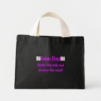 Niño rebelde en rosas y púrpuras bolsa tela pequeña