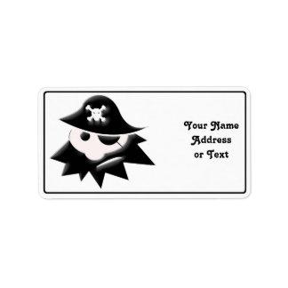 Niño rechoncho del pirata charla como un día del etiquetas de dirección