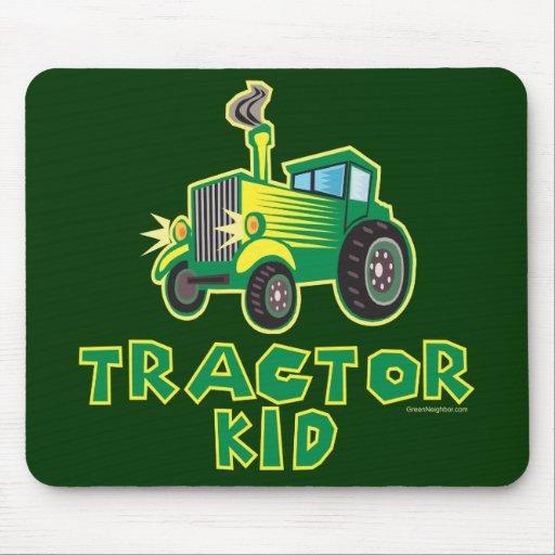 Niño verde del tractor alfombrillas de raton
