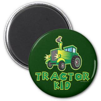Niño verde del tractor imán