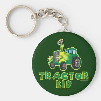 Niño verde del tractor llavero redondo tipo pin