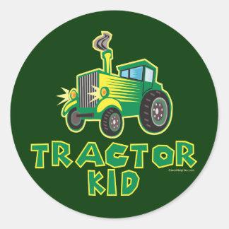 Niño verde del tractor pegatinas redondas