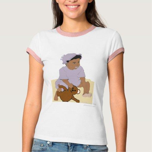 Niño y camiseta del peluche playera