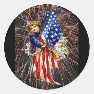 Niño y fuegos artificiales patrióticos del vintage pegatina redonda