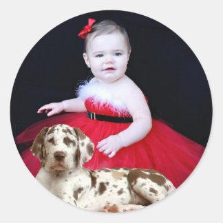 Niño y perrito pegatina redonda