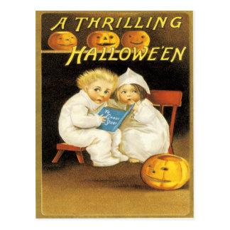 Niños asustados linterna de Jack O de la calabaza Tarjetas Postales