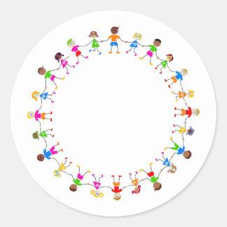 Niños coloridos pegatina redonda