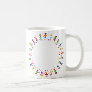 Niños coloridos taza clásica
