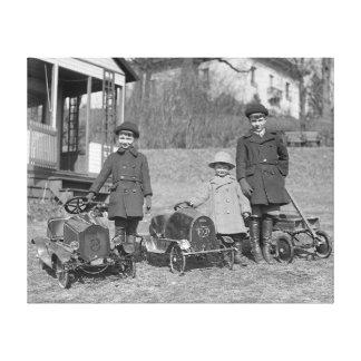 Niños con el pedal Cars, 1924 Impresiones En Lona