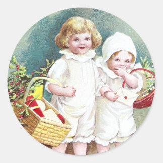Niños con navidad del vintage de las cestas etiqueta