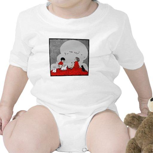 Niños con un cordero traje de bebé