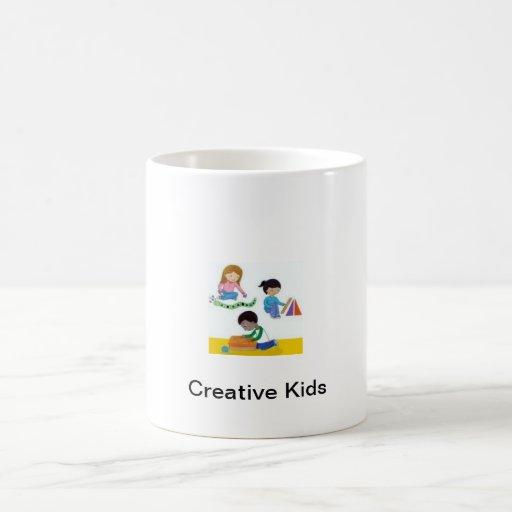 Niños creativos a asaltar todo el día taza básica blanca