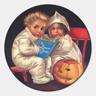 ¡Niños de Halloween del vintage - historias de Pegatina Redonda
