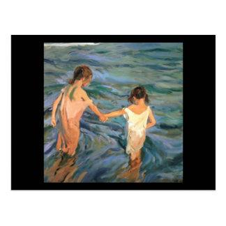 Niños de Joaquín Sorolla y Bastida en el mar Postal