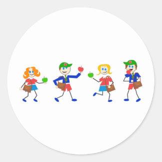 Niños de la escuela pegatina redonda