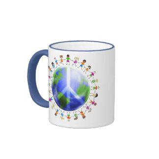 Niños de la paz de mundo taza de dos colores