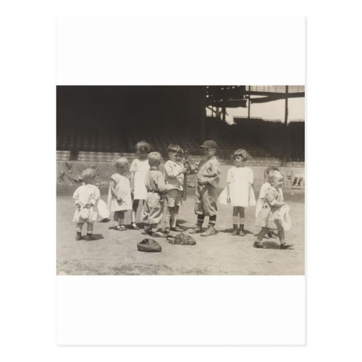 niños de los años 20 que juegan en campo de la Lig Postales