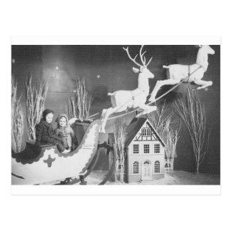 niños de los años 50 en el trineo de Santa Tarjetas Postales