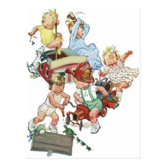 Niños de los niños del vintage que juegan con los  tarjeta postal