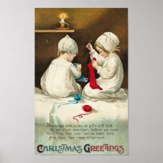 Niños de los saludos del navidad que cosen calceti póster