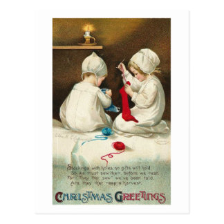 Niños de los saludos del navidad que cosen calceti tarjeta postal