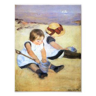 Niños de Mary Cassatt que juegan en la impresión d Fotografía