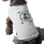 Niños del corazón de la tierra con el árbol camisetas de perrito
