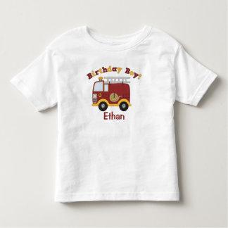 Niños del cumpleaños del coche de bomberos playera de bebé