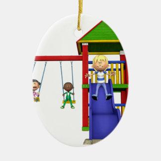 Niños del dibujo animado en un patio adorno navideño ovalado de cerámica