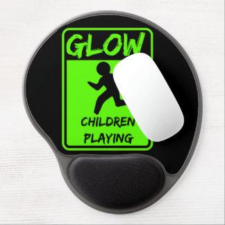 Niños del resplandor que juegan el cojín de ratón alfombrilla gel