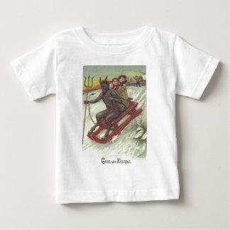 Niños del secuestro de Krampus en trineo Camisetas