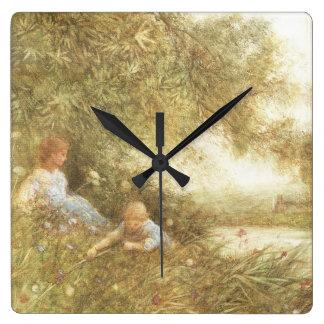 Niños del Victorian que juegan afuera Reloj Cuadrado