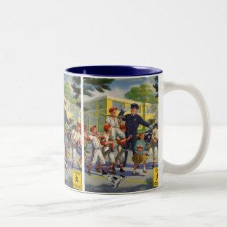 Niños del vintage, guardia de travesía de los taza de dos tonos