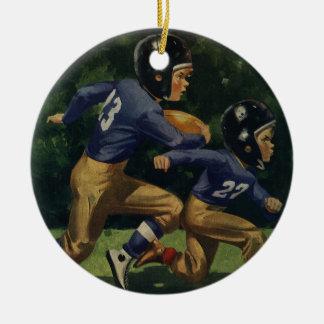 Niños del vintage, muchachos que juegan al fútbol, adorno de navidad