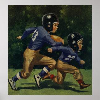 Niños del vintage, muchachos que juegan al fútbol, poster
