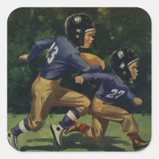Niños del vintage, muchachos que juegan al fútbol, pegatina cuadrada
