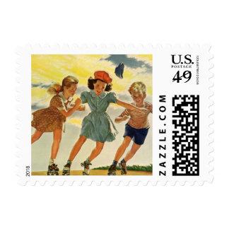 Niños del vintage, patinaje sobre ruedas de la sello