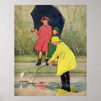 Niños del vintage que juegan la lluvia de los barc impresiones