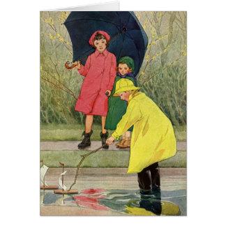 Niños del vintage que juegan la lluvia de los tarjeta de felicitación