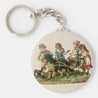 Niños del vintage y carro de perro llavero