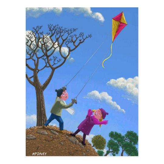 Niños en cometa del vuelo de la colina postales