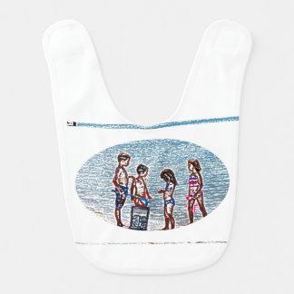 niños en el bosquejo de la playa que juega en baberos de bebé