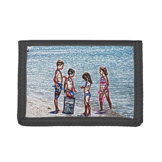 niños en el bosquejo de la playa que juega en
