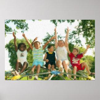 Niños en el poster del patio