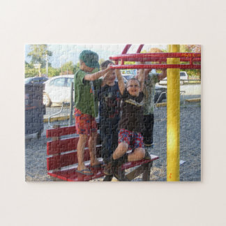 Niños en el rompecabezas #2 del círculo del patio