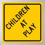 Niños en la muestra de la carretera del juego póster