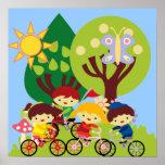 Niños en las bicis impresiones
