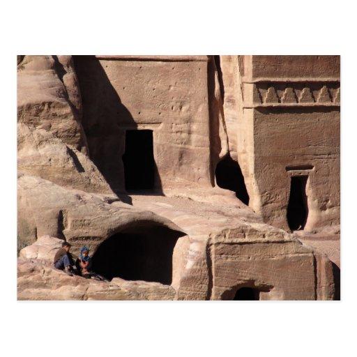 Niños en postal del Petra