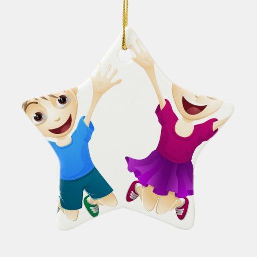 Niños felices que saltan en el aire adorno
